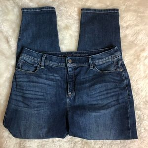 CHICO'S So Slimming Girlfriend Crop Jeans, size 10